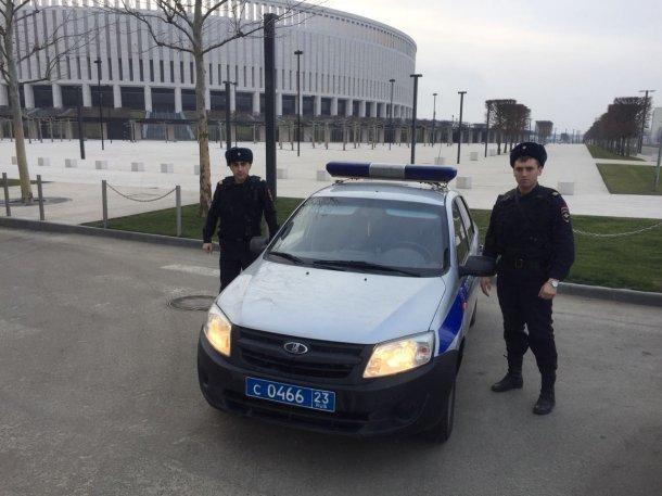 Нашлись сотрудники Росгвардии, которые помогли женщине на сломанной машине в Краснодаре