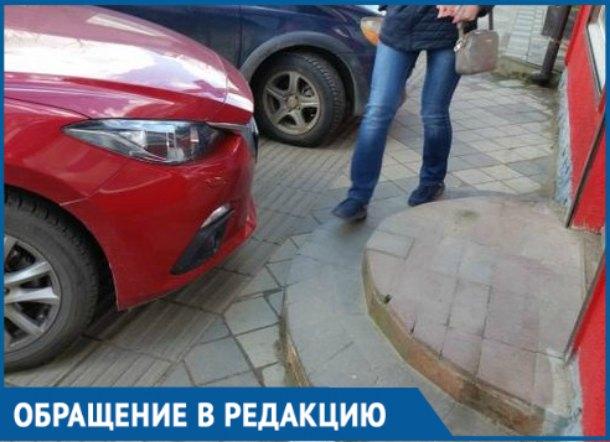 Тротуары в Краснодаре для машин, пешеходам там не место