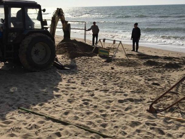 Волонтеры Темрюкского района были шокированы загрязненным пляжем во время субботника