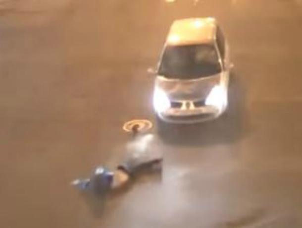 В центре Краснодара произошло жуткое ДТП: велосипедист подлетел в воздух от удара машиной