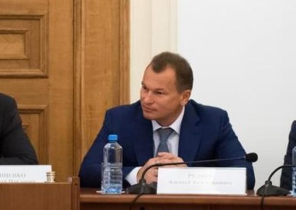 Депутат ЗСК Руднев зарабатывает меньше супруги, владеющей элитным автопарком