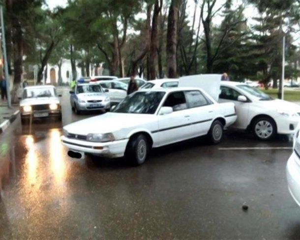 НаКубани нетрезвый шофёр наехал напенсионерку ипротаранил две иномарки