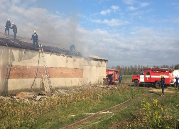 Крупный пожар на складе произошел под Краснодаром