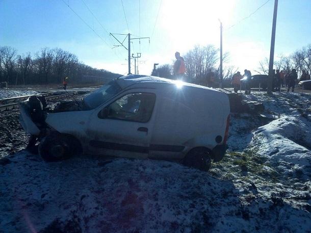 НаКубани скончался шофёр столкнувшегося споездом фургона