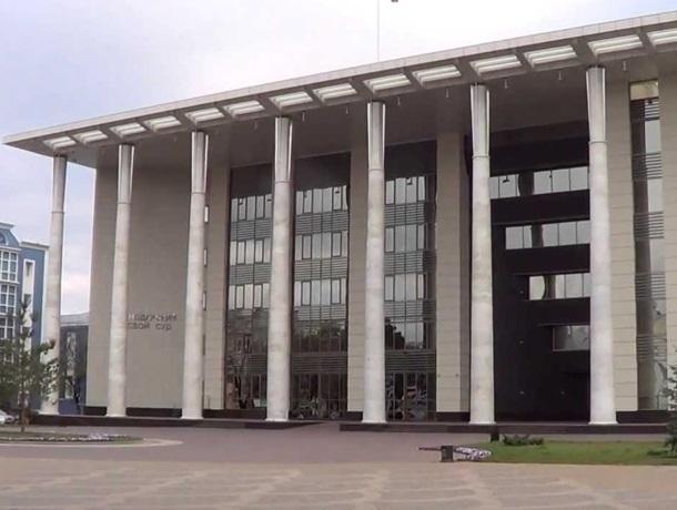 Отпраздновать свой день рождения в Краснодарском краевом суде всей Россией предложил Евгений Ширманов