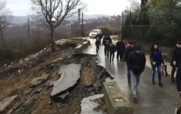 Администрация Сочи пообещала починить обвалившуюся дорогу