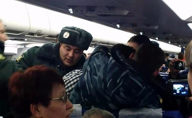 Из-за драки пьяных пассажиров рейс Москва – Сочи задержали на 1,5 часа