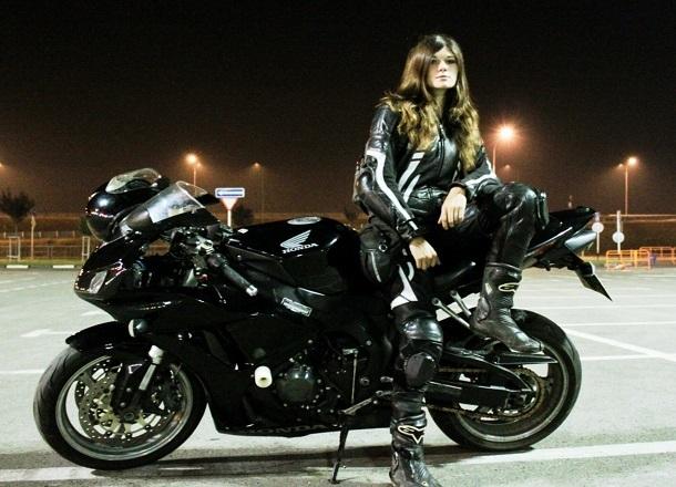 Пострадавшую в массовом ДТП мотоциклистку Анну Алекс прооперировали в Краснодаре