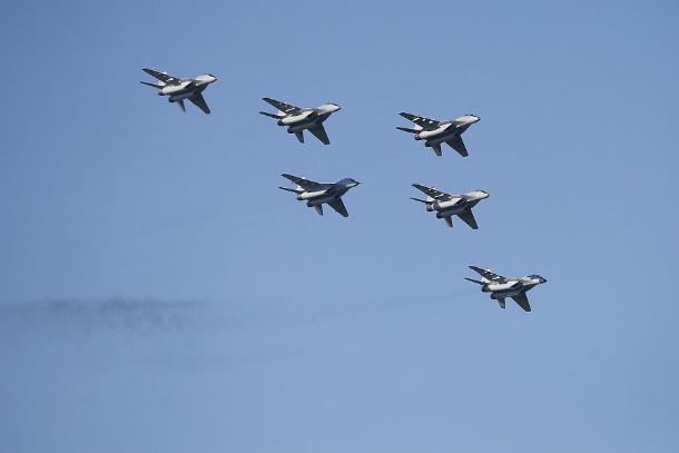 Летчики Краснодарского высшего авиационного училища отметили свой праздник в небе