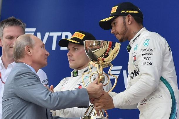 Путин не побоялся быть облитым шампанским в Сочи