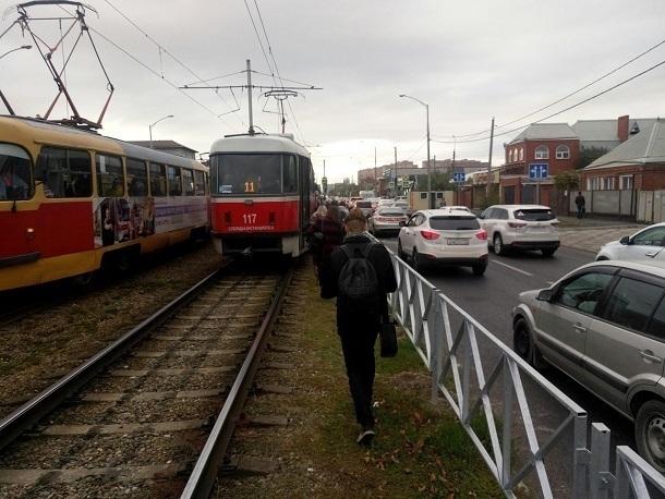 В Краснодаре в трамвае обнаружили 26-летнего парня с окровавленным лицом