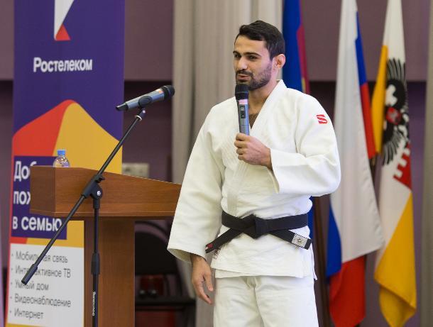 «Ростелеком» в Краснодаре организовал встречу школьников с олимпийским чемпионом Арсеном Галстяном