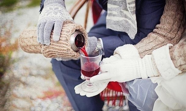 Согреться глинтвейном вКрасной Поляне вСочи замерзшие туристы несмогут