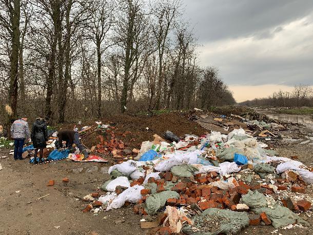 Крупную несанкционированную свалку обнаружили в Краснодаре