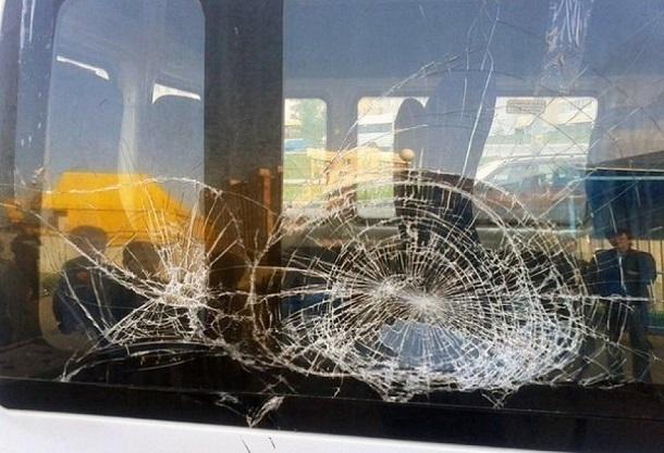 В Абхазии закидали камнями автобус из Сочи пострадал ребенок