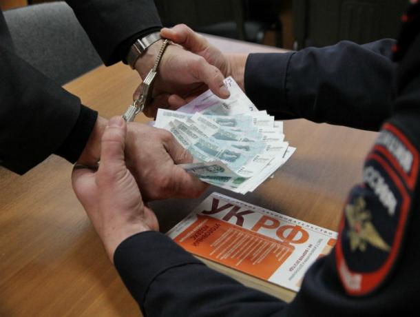 УФСБ Кубани поймала следователя на взятке в Горячем Ключе