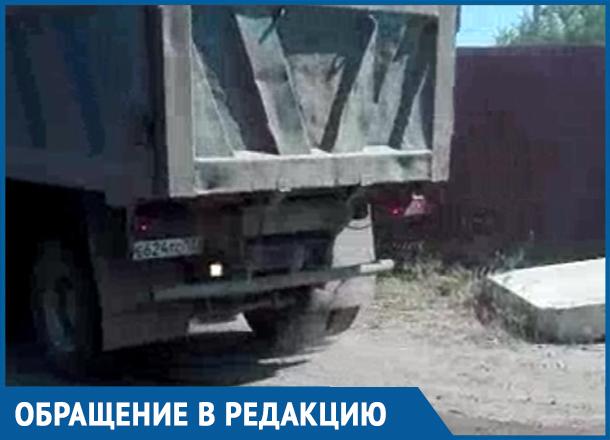 Грузовик, сбросивший строительный мусор в реку Кубань, смутил краснодарку