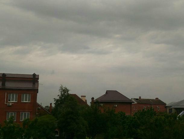 Спустя пару часов Краснодарский край накроет ливень сградом иштормовым ветром