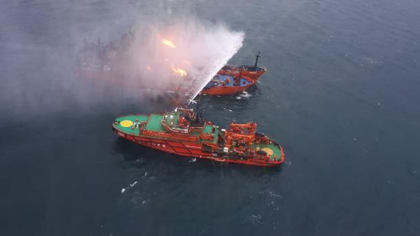 Авиацию МЧС России привлекли к поиску пропавших в Черном море моряков