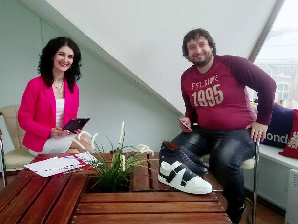 Кубанский реставратор обуви Алан Салказанти ответил на вопросы читателей в прямом эфире «Блокнота Краснодар»