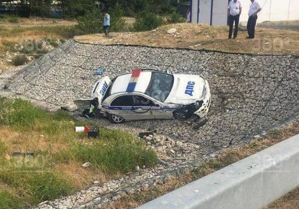 Машина ДПС слетела с дороги в Сочи