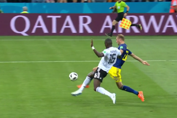Чемпион мира Германия спасла себя от досрочного вылета после победы над Швецией в Сочи