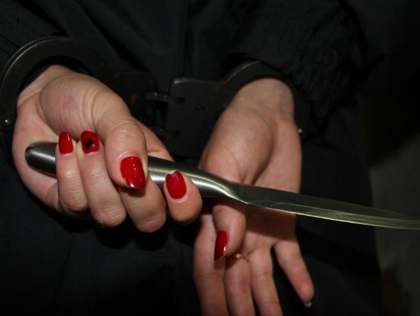 Пьяная пенсионерка в Краснодаре ударила ножом своего возлюбленного в праздник 8 марта