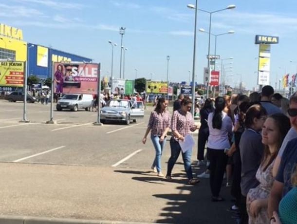 Паника посетителей ТЦ «МЕГА Адыгея-Кубань» оказалась напрасной — прошла учебная эвакуация