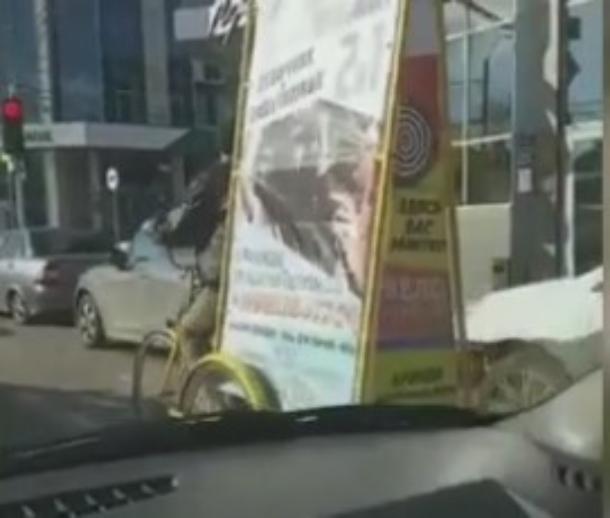 Полиция Краснодара проверит законность велорикш с рекламными щитами на дорогах