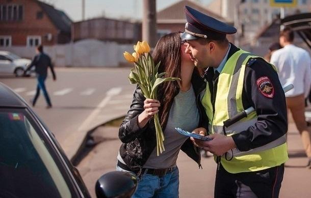 Девушек за рулем «задержит Цветочный патруль» в Краснодарском крае