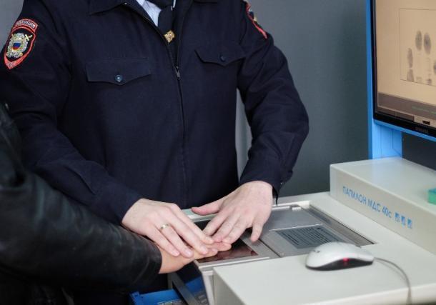Грабитель проник в номер к жертве по пожарной лестнице в Краснодаре