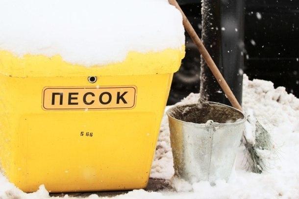 Мэрия Краснодара потребовала от УК убрать дворы от снега и наледи