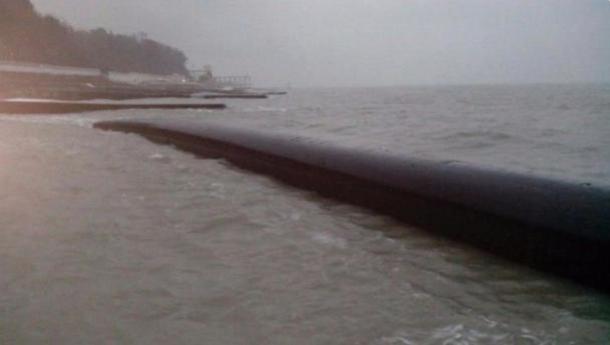 У берегов Сочи всплыл еще один кусок канализационной трубы