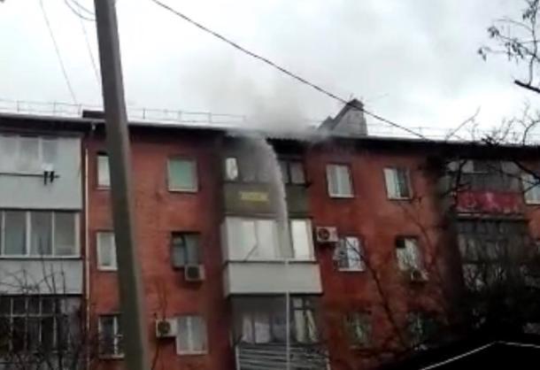 Из горящей пятиэтажки в Краснодаре эвакуировали 15 человек и спасли троих