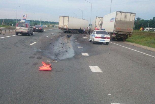 ВКореновском районе столкнулись три большегруза
