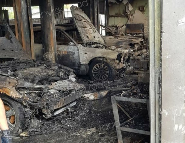 В пожаре на СТО в Новороссийске пострадал человек и сгорели около 10 машин