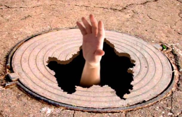 На Кубани 13-летняя девочка провалилась в канализационный люк