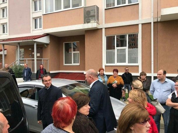 Губернатор пообщался с застрявшими в Сочи пассажирами