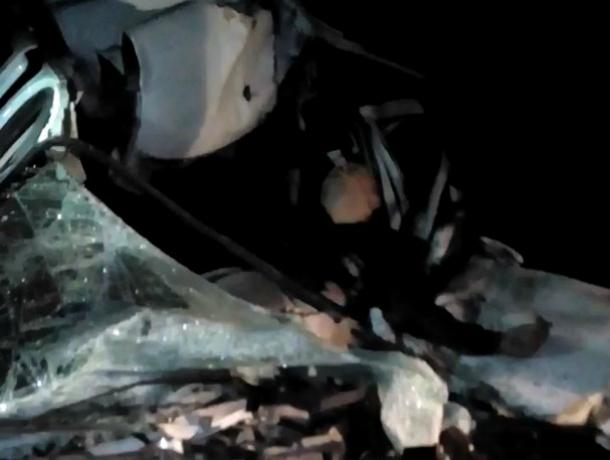 Под Краснодаром из-за большой ямы на дороге разбился насмерть таксист