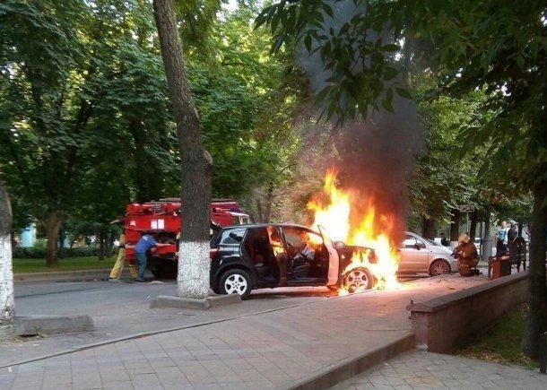 Нацентральной улице Краснодара сгорел автомобиль