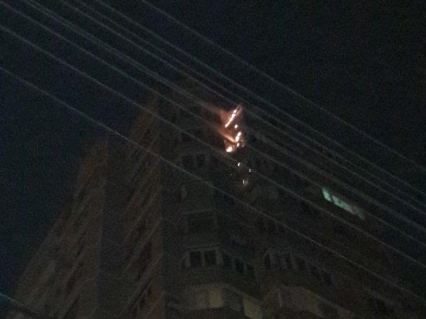 Из-за пожара вкраснодарской многоэтажке эвакуировали неменее 30 человек