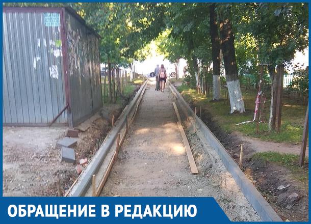 Обещанного три года ждут: краснодарцы устали от ремонтируемого тротуара