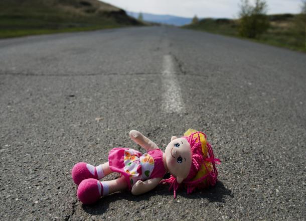 На Кубани водитель грузовика задавил 2-летнюю дочь