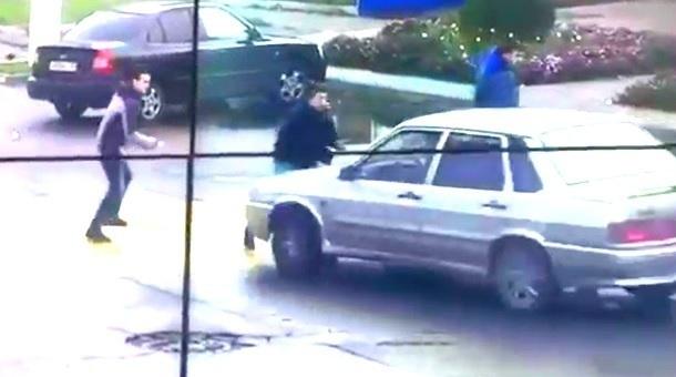 ВТихорецке впроцессе потасовки шофёр «Лады» два раза переехал обидчиков