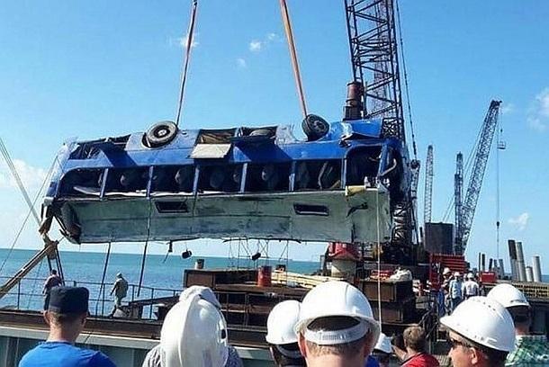Суд смягчил наказание причастному к смерти 21 рабочего при падении вахтового автобуса в порту Тамани