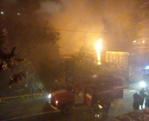 ВКраснодаре наПлатановом бульваре сгорели гаражи смашинами