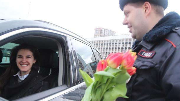 Сотрудники ГИБДД Краснодара устроили массовый рейд по выявлению женщин-водителей