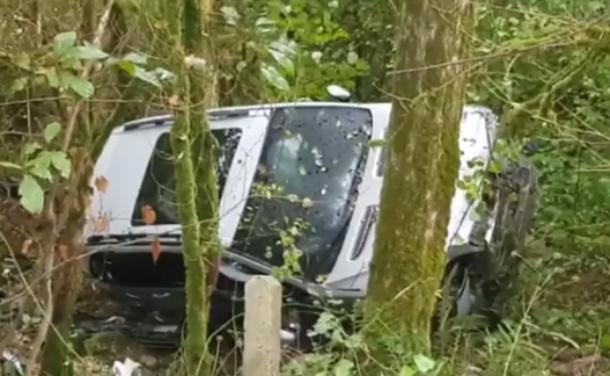 «Грибы собирал»: водитель BMW X5 «вылетел» с трассы в лес