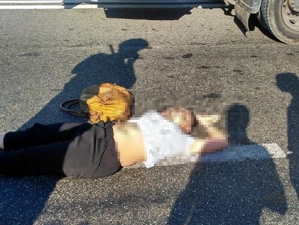 В Сочи молодой лихач на иномарке сбил на пешеходном переходе женщину