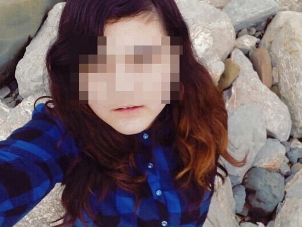 12-летняя сочинка, замеченная с каннибалом под Питером, пугает песнями психиатров